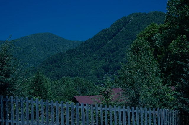 the smoky mountains from maggie valley