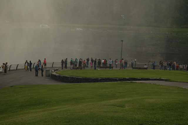 The crowd among the mist of Horseshoe Falls