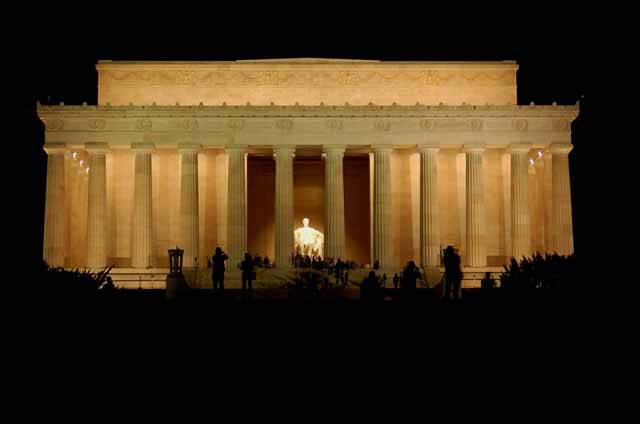 the Lincoln Memorial at night